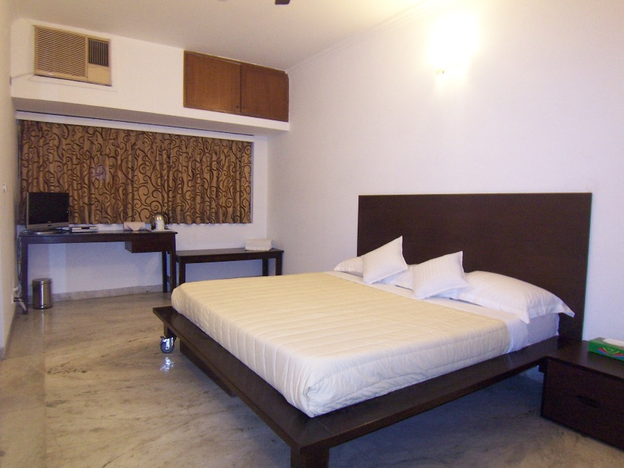 FIVE STAR SERVICED APARTMENTS IN/AT DELHI